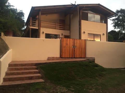 Casa con WIFI, piscina privada, bbq, horno de leña