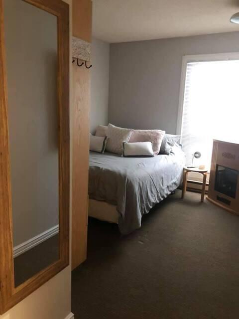1 bedroom/2 bathroom located in the Village.