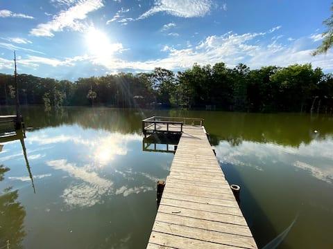 Peaceful Lakeside Cottage