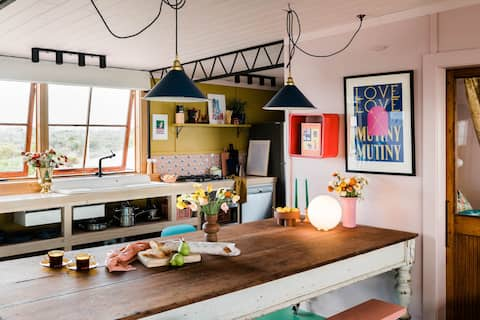 Love&Mutiny: Pink 1950s magical shack on the beach