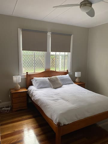 Spacious Main Bedroom with Queen  Bed
