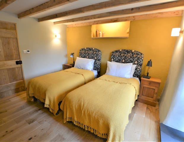 The second bedroom has the flexibility of zip and link beds allowing you to choose if you want to have two single beds or one super kingsize