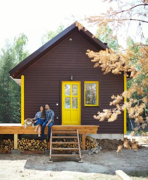 Уютный домик в на краю леса в предгорье Таганая