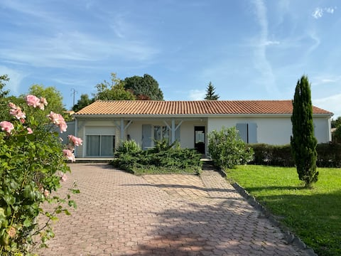 Confortable maison de 125 m2 avec jardin arboré