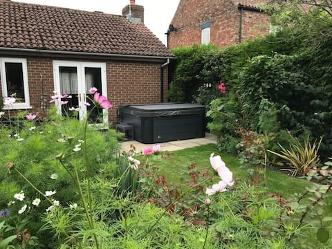 Rose Wold Cottage - Hot tub - Private garden
