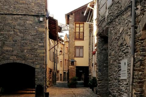 Rustic and pleasant house in Medieval Street