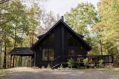 Great Mountain Modern Chalet w/ Hot Tub & Mtn View