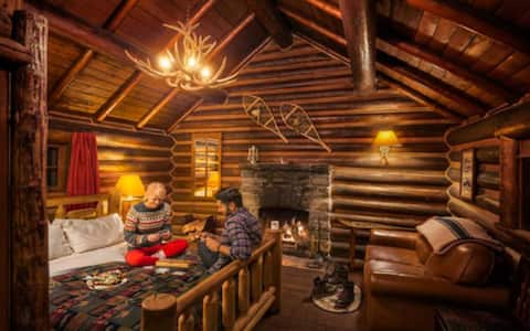Mountain LOG CABIN- Queen Bed, Wood Fireplace