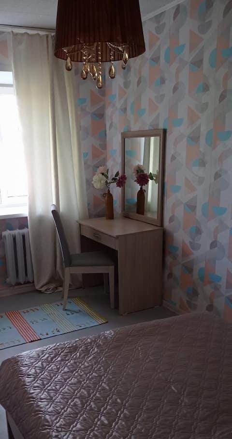 Светлая двухкомнатная квартира со всеми удобствами