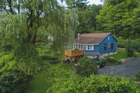 Little Willow — A New Mountain-view Cottage