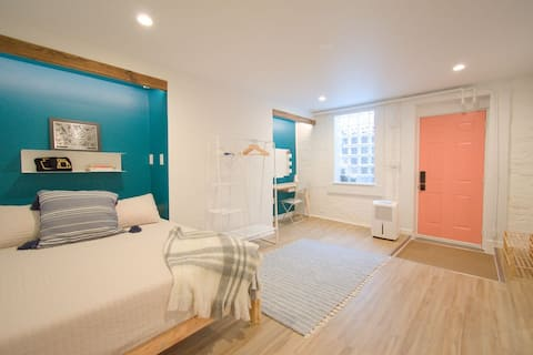 Modern Southside apartment, walking distance to DT