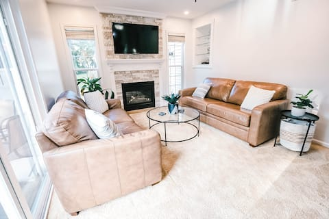 Fireplace, theater room & fully equipped kitchen