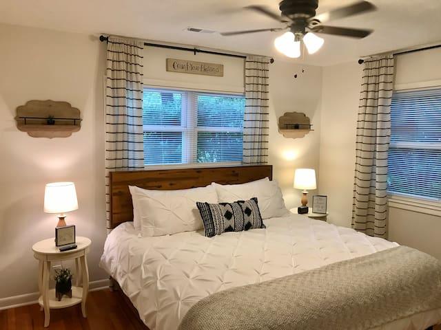 Beautiful Master Bedroom With En Suite Bathroom.