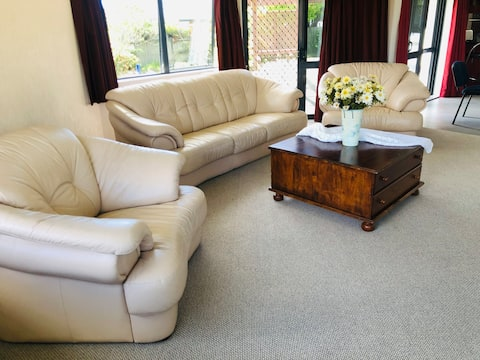 Rotorua Sandpine redwood -cozy& peaceful free wifi
