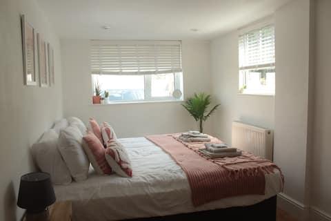 Boho Super King / Twin room near Newquay