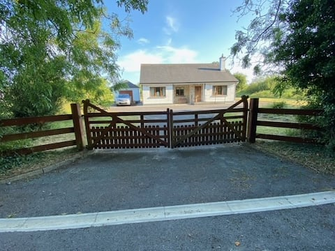Peaceful 2-bedroom cottage near Lough Ree