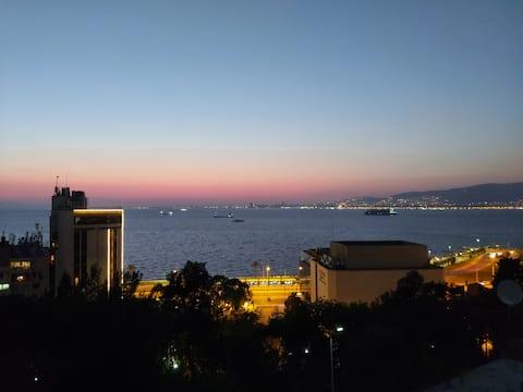 İzmir'in kalbinde mükemmel manzaralı üç katlı süit