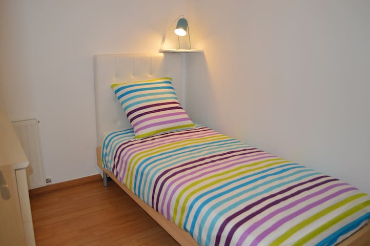 Chambre avec 1 lit  90 x 200
