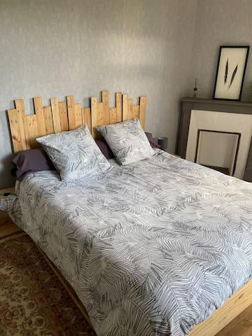 Chambre 1 au 1er étage avec lit queen size (160x200)
