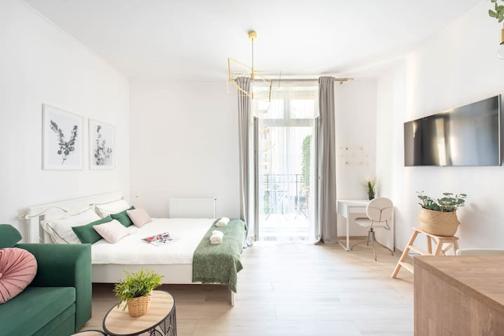 Bright, open plan living with a cool contemporary feel