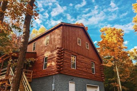 "Large Hidden Cabin - ""Ophelia's Cabin"" - sleeps 6"