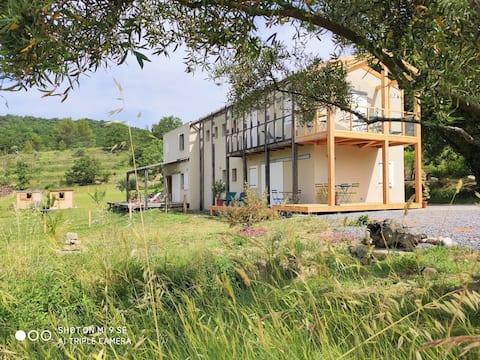 Rez-de-jardin paisible neuf au cœur du Sud Ardèche