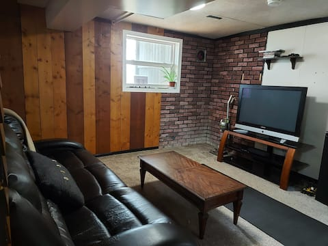 Quiet Country Home Moments from Drumheller 4 Beds