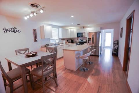 6 guest home, near interstate and Fugitive Beach