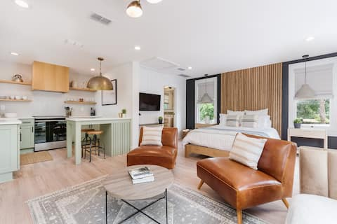 Luxury Avondale Studio