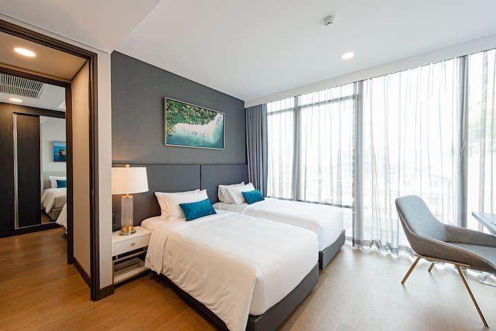 Bedroom 1- Twin beds