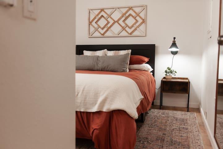 Bedroom 1 downstairs- queen mattress