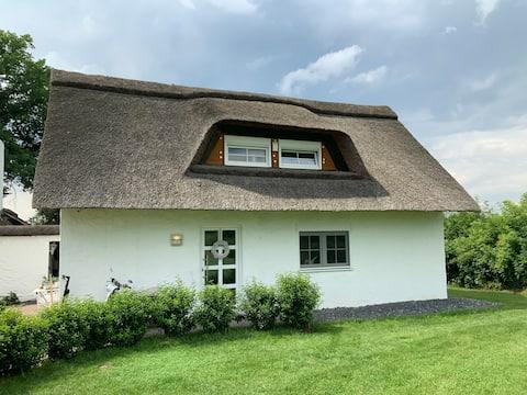 Worpsweder Reetdach-Cottage Sauna Jalousien Alarm