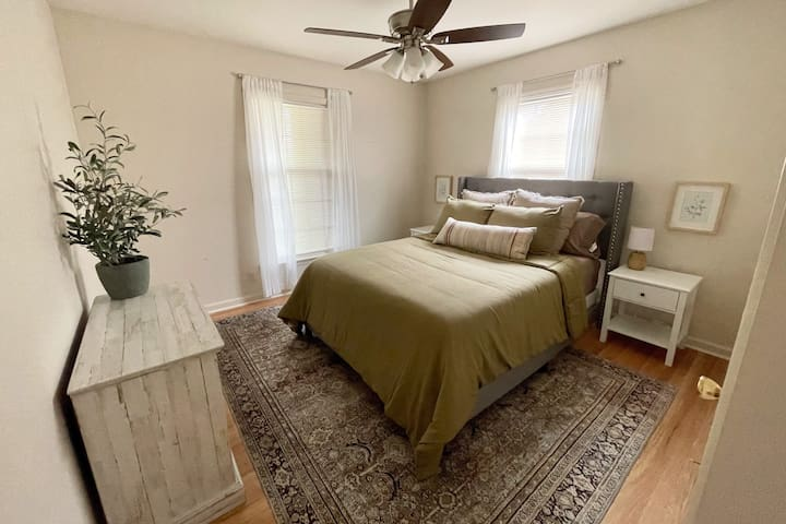 Second bedroom with a queen sized bed.