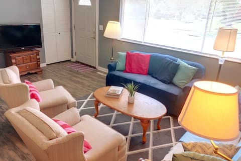 Cheerful 3-BR home at Kittyhawk Park Huber Heights