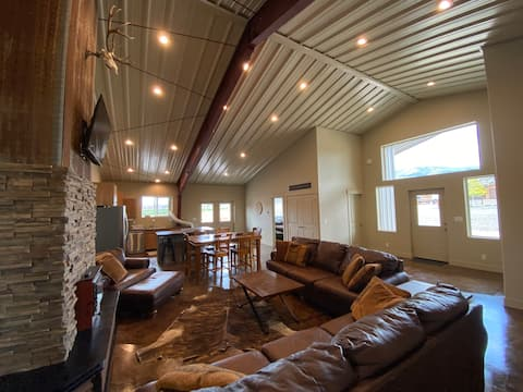 ★New 4BR House for 13/Trailer Parking/Pet-Friendly