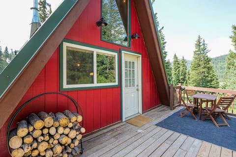 Iconic Colorado A-Frame Cabin 12 miles to Breck