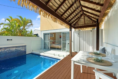 Sunlit Studio with Private Pool, Walk to Beach