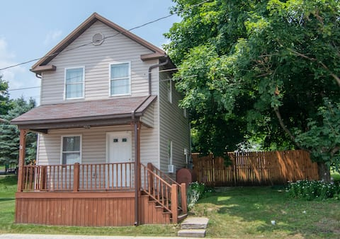 Just Listed - Charming 1 Bedroom home with hot tub