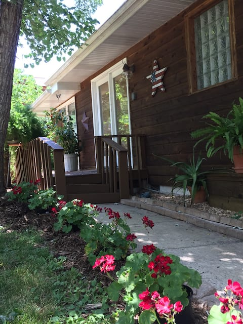 Peaceful 2 bedroom cabin in Natural Setting