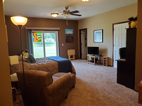 Adorable Studio with Separate Entrance!