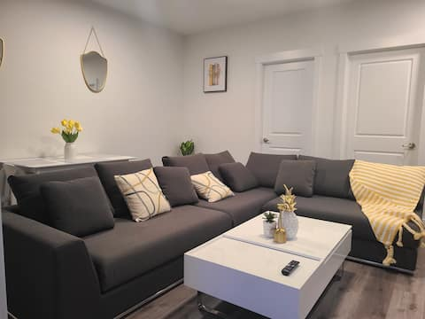 Modern and Executive Suite easy access to downtown
