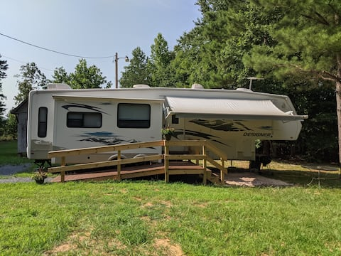 Bigfoot's Backyard - Uwharrie RV Retreat