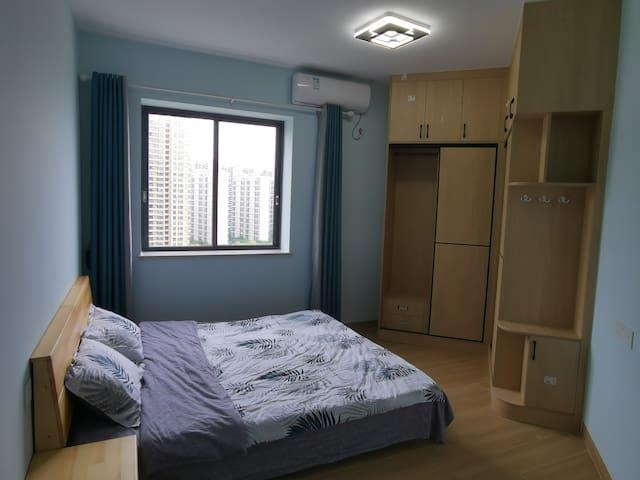 次卧1.8米双人大床房