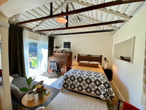 Adorable Guesthouse with Garden & Yard