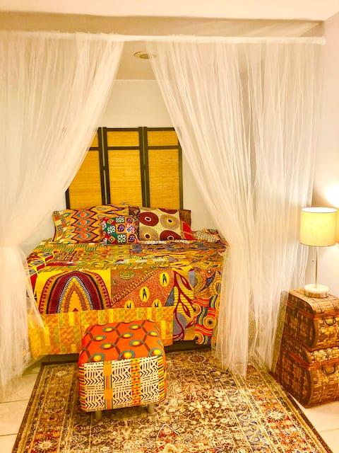 Beautiful Wakanda Suite with free parking