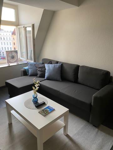 Wohnzimmer mit Schlafsofa/ Living room with sleeper couch