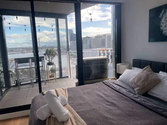 Master bedroom with queen sized bed with view of Victoria Harbour