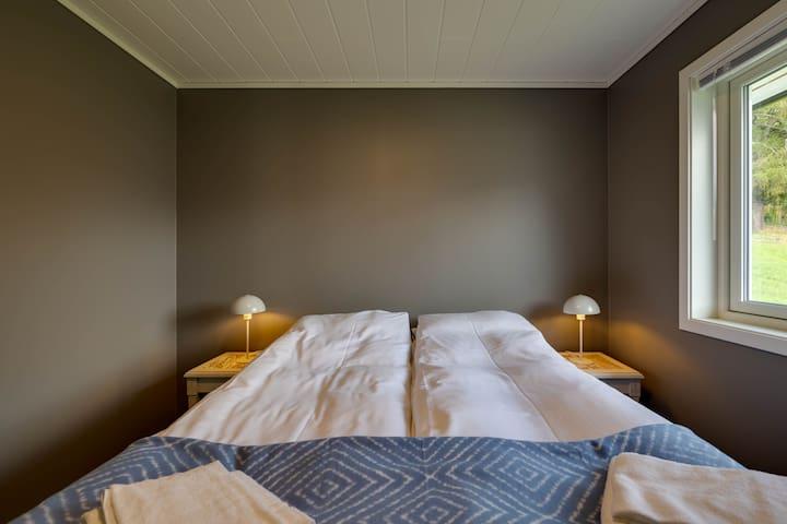 First floor bedroom. Queen size bed.