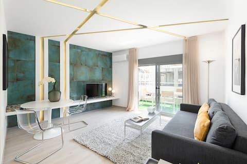 Apartamento de lujo en el piso superior con hermoso balcón