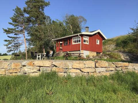 Enkel hytte ved Glomma